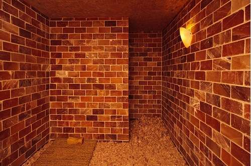 Himalayan Salt Room - Tikkun Spa